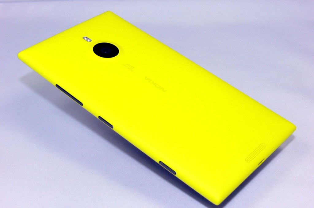 Nokia Lumia 1520 - back left Side - smart-tech-news.eu