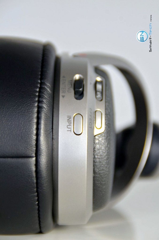 Buttons rechts - Sony MDR-HW700DS - SmartTechNews