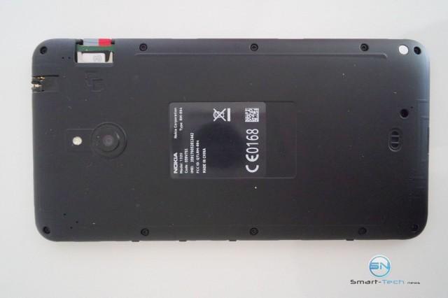 Rückseite mit SIM und microSD Einschub - Nokia Lumina 1320