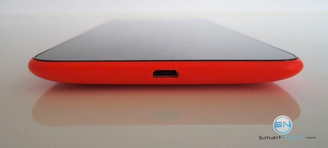 Unterseite mit microUSB Anschluss - Nokia Lumina 1320