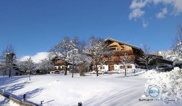 Bauernhaus im Schnee - Huawei Mate 9 - SmartTechNews