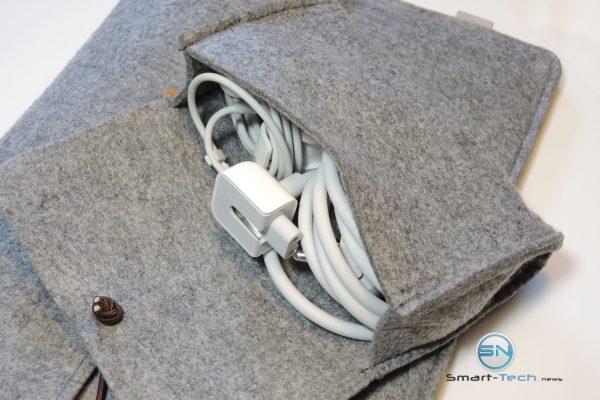 gerade so Platz - Ladekabel - Filz Case Laptop - SmartTechNews