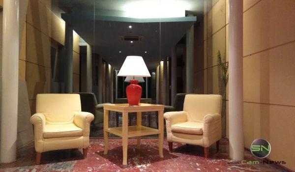 kuenstliche-beleutung-hoteleingang-huawei-nova-smarttechnews